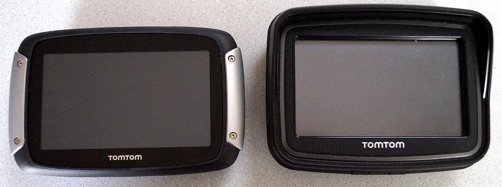 Links: TomTom Rider 400, rechts: TomTom Rider