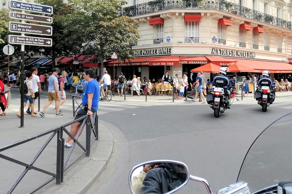 ...mit persönlicher Eskorte durch Paris...reisecruiser.de