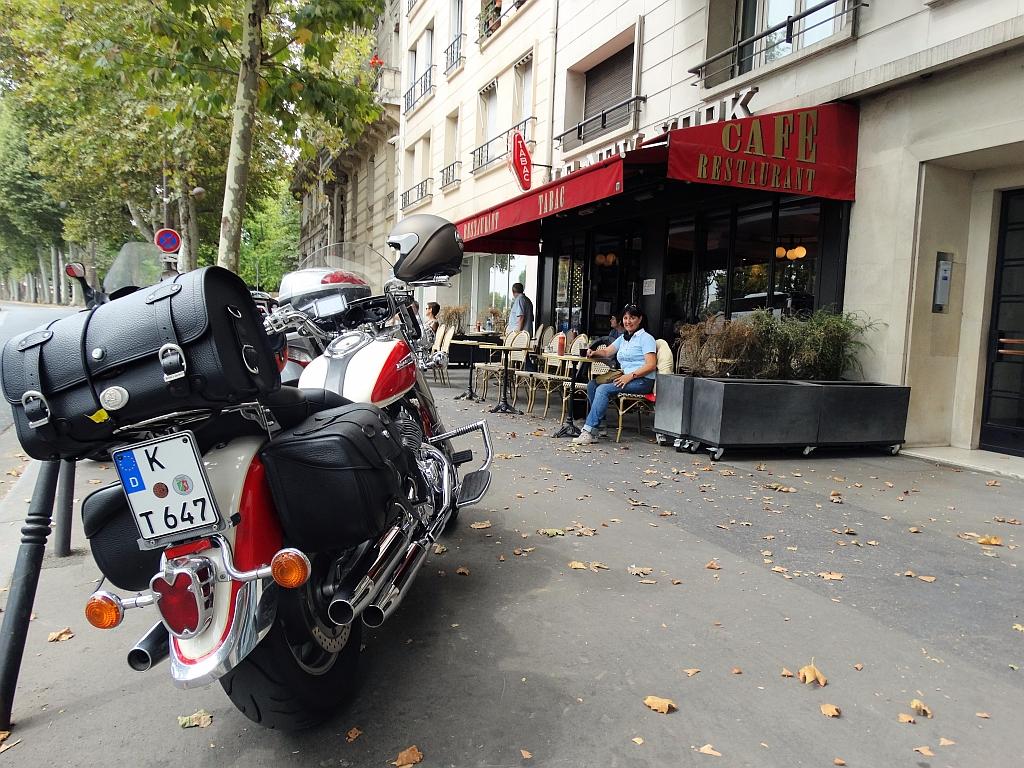 Mit Hepco & Becker ins Bistro nach Paris...
