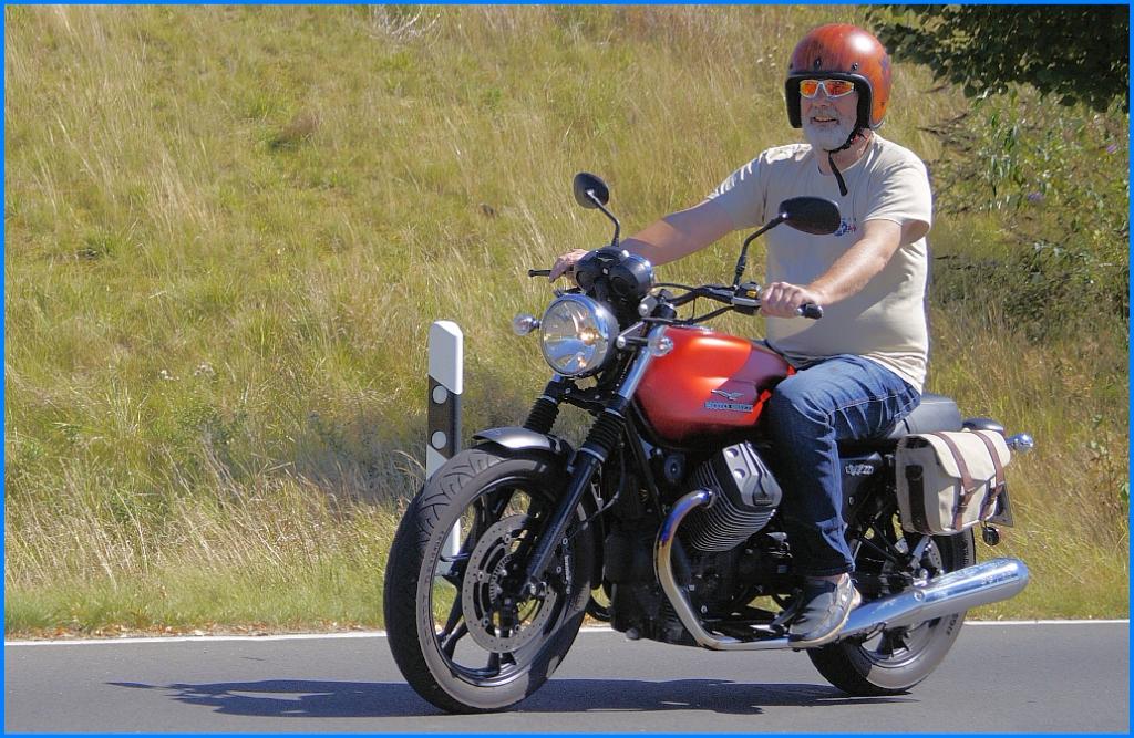 Be Legacy Kuriertasche an Moto Guzzi V7 II